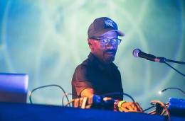 """Escucha el nuevo track """"Electron"""" de Mr. Fingers vía CloneDistribution"""