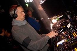 Escucha el new Mix de DJ T. paraXLR8R