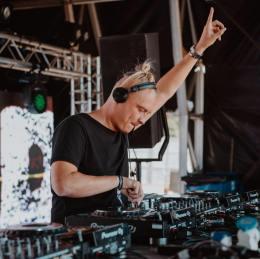 Escucha el new Mix de Sam Supplier para RinseFM