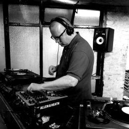 Escuacha el Mix de Finn Johannsen paraXLR8R