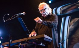 "Escucha 2 new tracks ""Skeleton"" y ""Unclean Spirit"" de John Carpenter vía Sacred BonesRecords"