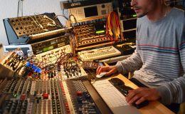 """Escucha el new track """"E7-E5"""" deBarker"""